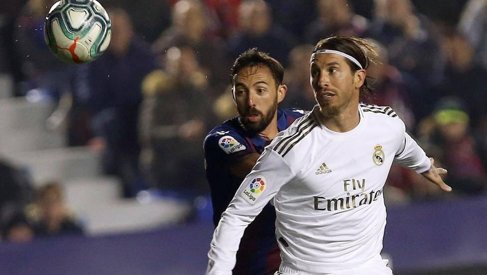 Morales y Sergio Ramos, en un Levante UD-Real Madrid CF