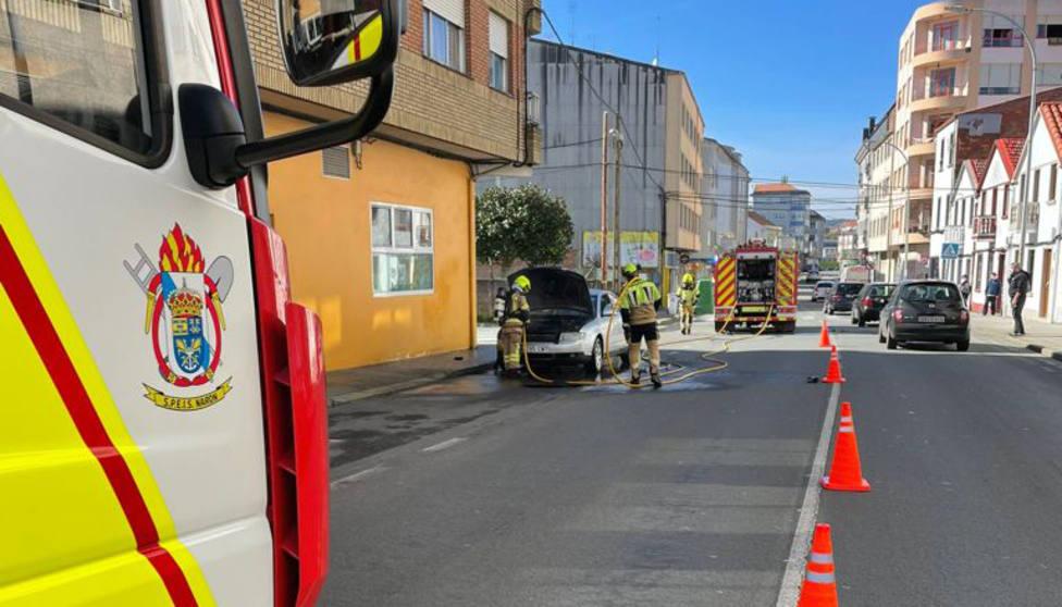 El incidente obligó a cortar de manera temporal uno de los carriles - FOTO: SPEIS Narón