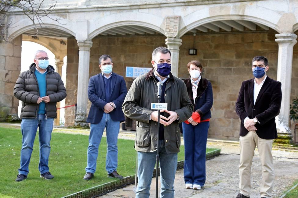 El conselleiro de Cultura explica el proyecto de mejora del Camino Real