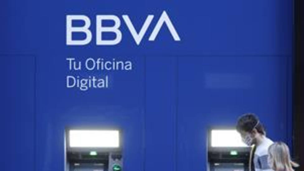 BBVA presenta a los sindicatos un acuerdo con el objetivo de recolocar al 100% de los empleados indefinidos