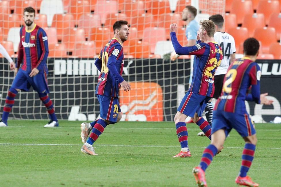 El Barcelona remonta y mantiene el pulso a la Liga