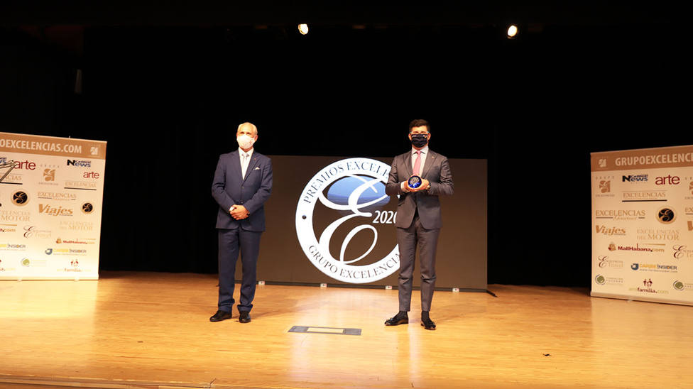 El gerente de la Eurociudad Chaves-Verín recoge el premio Excelencias en Fitur