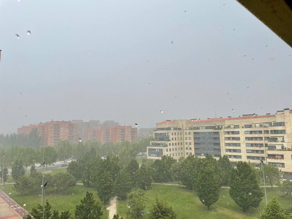 La espectacular tormenta de agua y granizo sobre Logroño