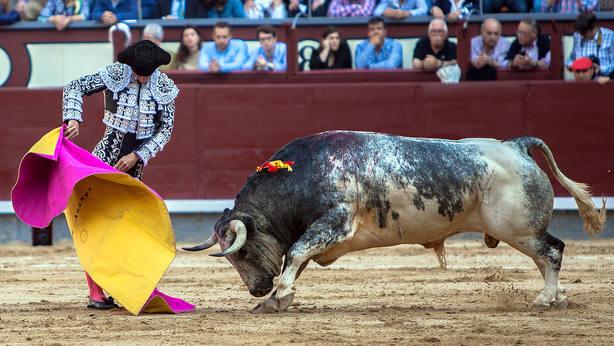 Morenito de Aranda en una de las verónicas de recibo a su primer toro de La Quinta