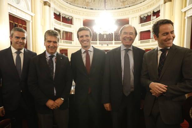 Casado se reunirá mañana con el Grupo Popular del Senado, donde se encontrará con Arenas tras los audios de Villarejo
