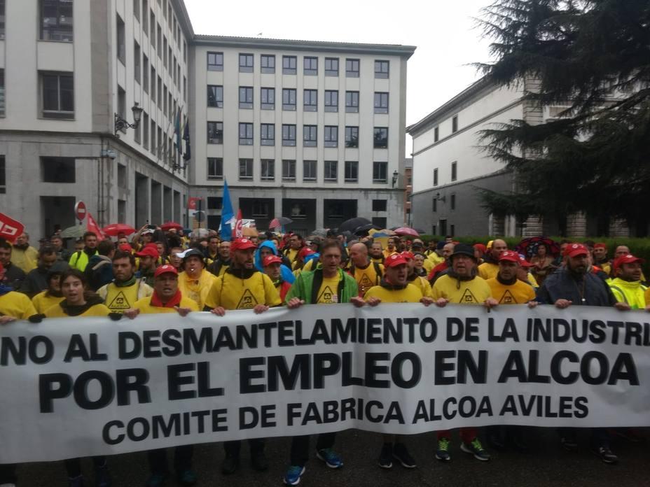 IU exige al Gobierno nacionalizar Alcoa si la empresa ratifica el cierre de sus plantas en A Coruña y Avilés