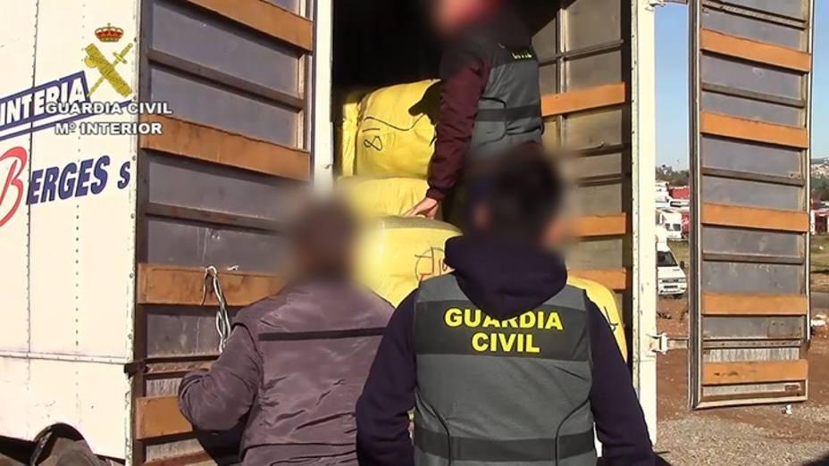 Desmantelada una red entre Melilla y Valencia que falseaba permisos para el comercio fronterizo con Marruecos