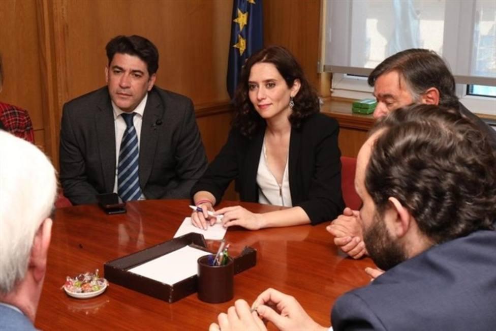 El PP de la Asamblea defiende que Díaz Ayuso use su coche para actos electorales