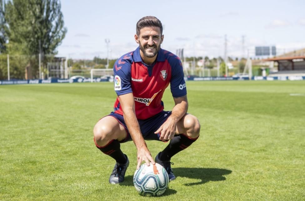 Raúl Navas presentado como nuevo jugador de Osasuna