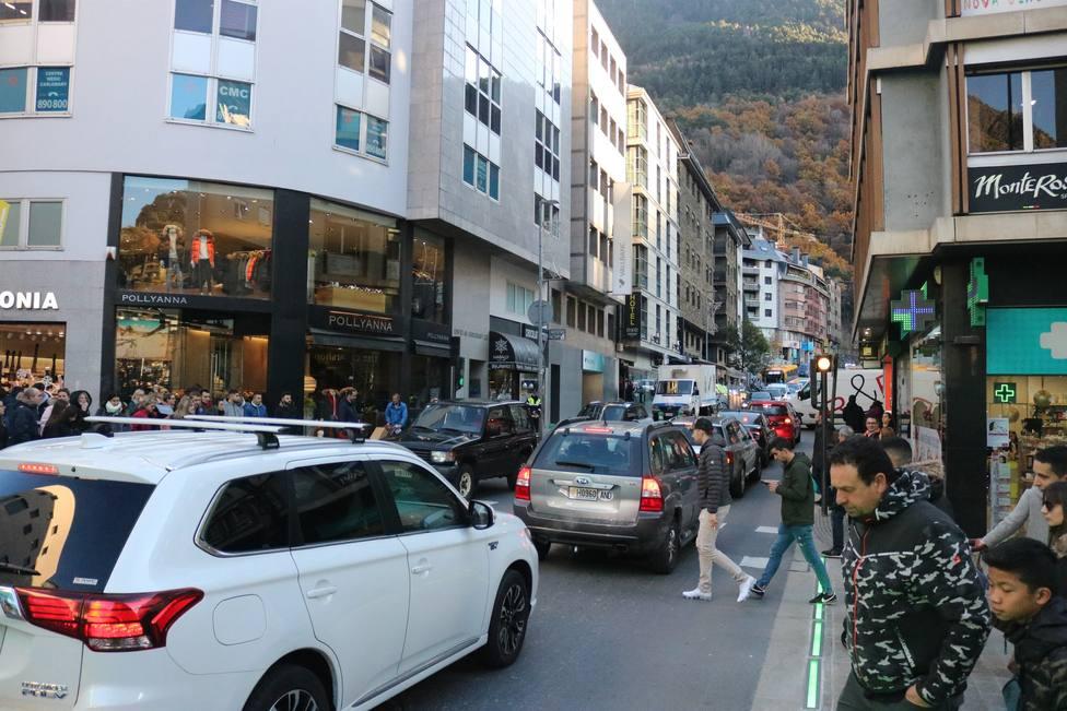 La frontera hispano-andorrana registra colas de hasta 14 kilómetros de entrada a Andorra