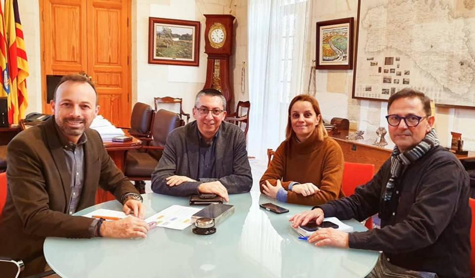 José Luis Benejam, alcalde de Alaior, se reúne con Miguel Ángel María, consejero de cultur