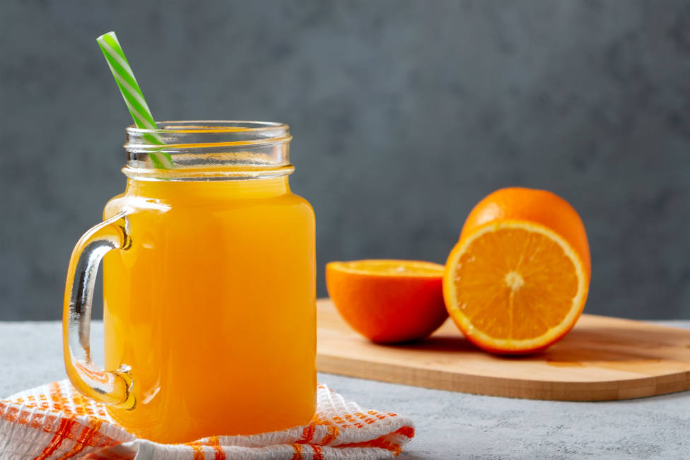 El sorprendente error en el que caes siempre cuando te haces un zumo de naranja