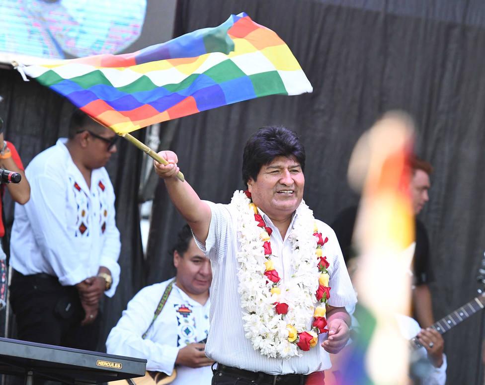 Morales viaja a Cuba desde Argentina para recibir tratamiento médico