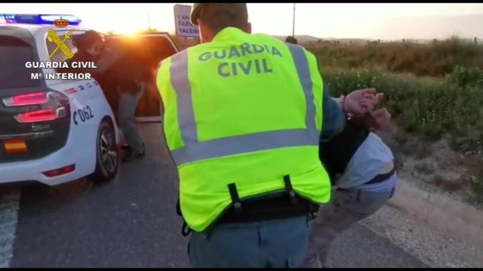 La Guardia Civil detiene a tres ocupantes de un coche por saltarse un control policial