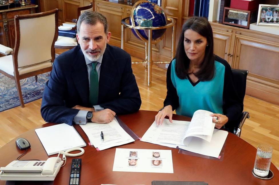Los Reyes de España durante una de las videoconferencias que han mantenido durante la crisis del coronavirus