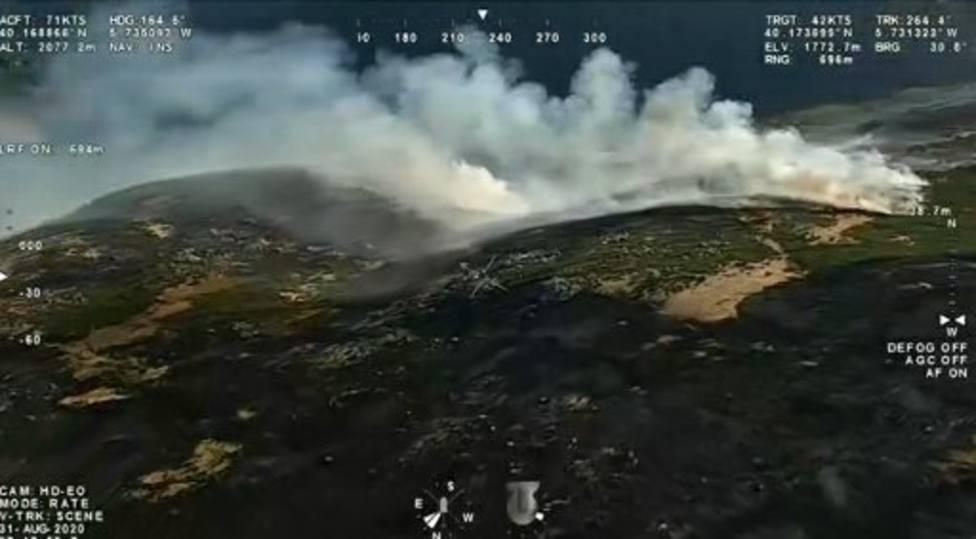 Evoluciona favorablemente la extinción de los incendios en el norte de Cáceres