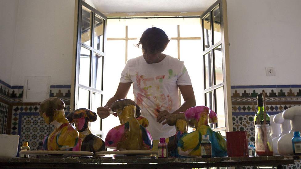 El artista jerezano Balcris, autor del trofeo para el ganador del Certamen de Novilladas de Andalucía