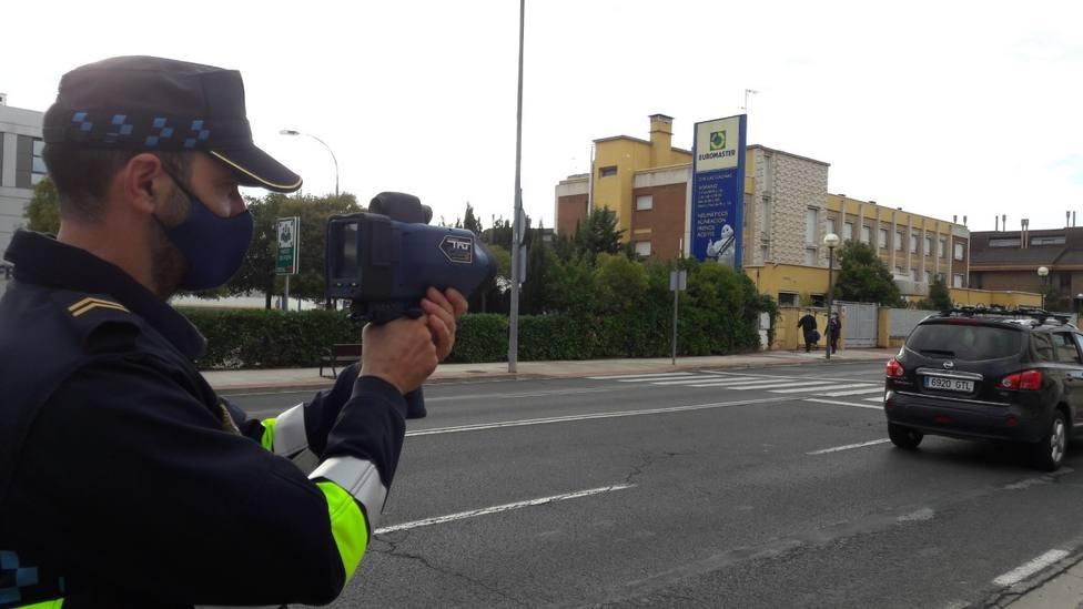 La Policía Local de Logroño ya podrá sancionar a los infractores con su nuevo dispositivo pistola-radar