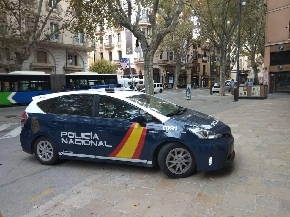 Imponen 63 multas en un entierro con más de cien asistentes en Granada