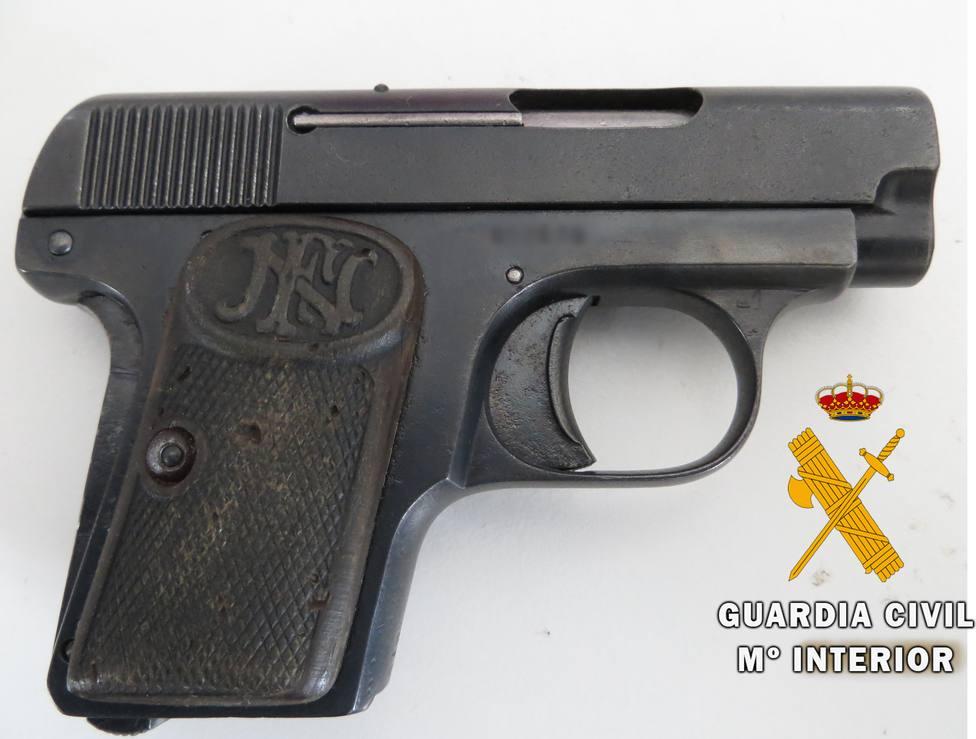 Desmantelan un activo punto de venta de droga e intervienen una pistola sin registrar en Cantoria