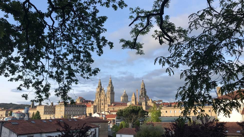 Imagen de la Catedral de Santiago de Compostela, desde el parque de la Alameda