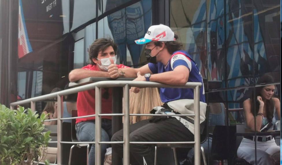 Carlos Sainz y Fernando Alonso, en la previa del GP de Francia (FOTO: Carlos Miquel)