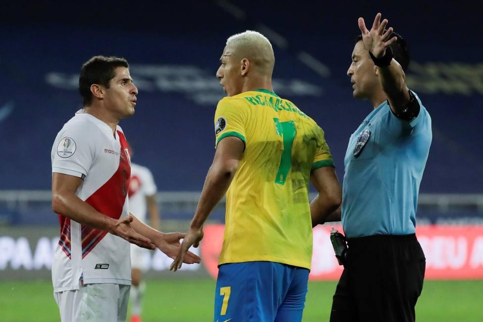 Perú denuncia un maltrato inaceptable del árbitro contra Brasil
