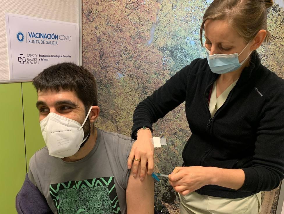 El área Santiago y Barbanza será la primera en vacunar a menores de treinta años