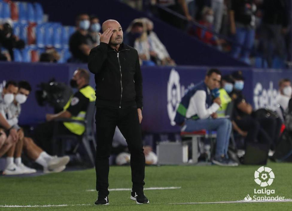 Paco López encadena 14 partidos sin ganar y el domingo visita al Barça