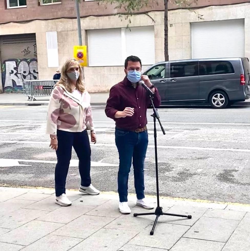 La consellera de Derechos Sociales, Violant Cervera, y el presidente de la Generalitat, Pere Aragonès