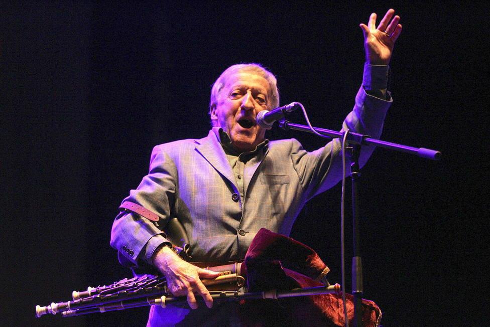 Paddy Moloney durante su actuación en Ortigueira en julio de 2014 - FOTO: EFE / Kiko Delgado