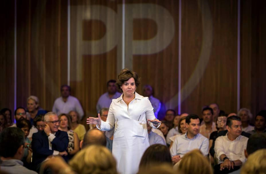 Sáenz de Santamaría ve más cerca la victoria en el Congreso