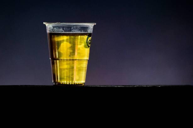 ¿Puede beber cerveza un sacerdote?