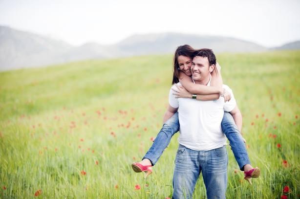 Con pareja y sin hijos, el perfil de las mujeres con mayor grado de bienestar, según un estudio