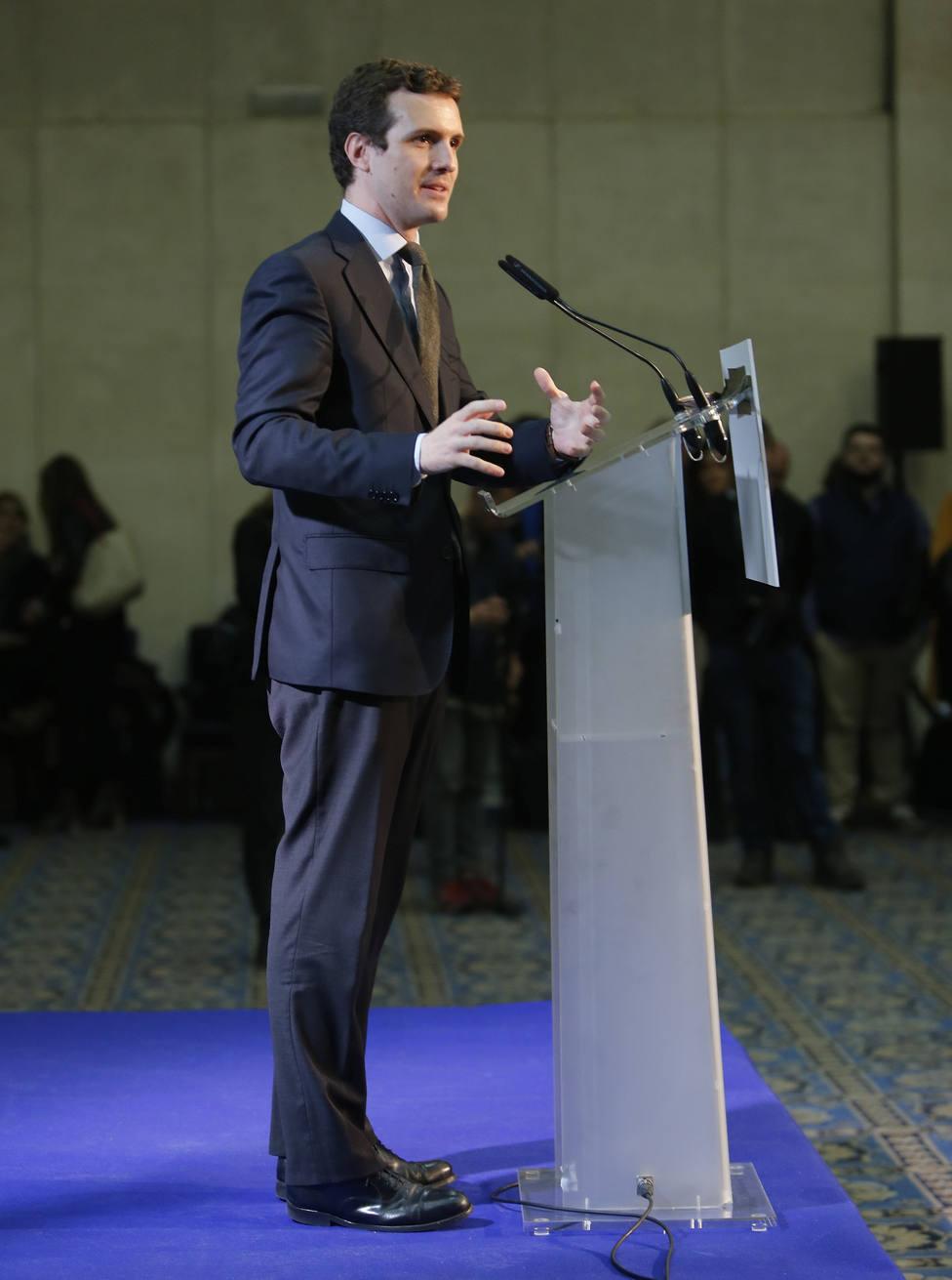Casado acusa a Sánchez de meter la mano en el bolsillo de los españoles para financiar su campaña a base de decretos