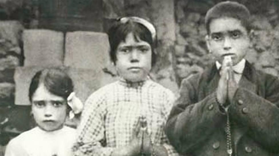 Francisco, Jacinta y Lucía, los tres pastorcitos da los que se les apareció la Virgen en Fátima