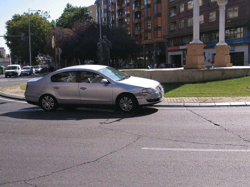 Resultado del accidente en la rotonda de San Lázaro