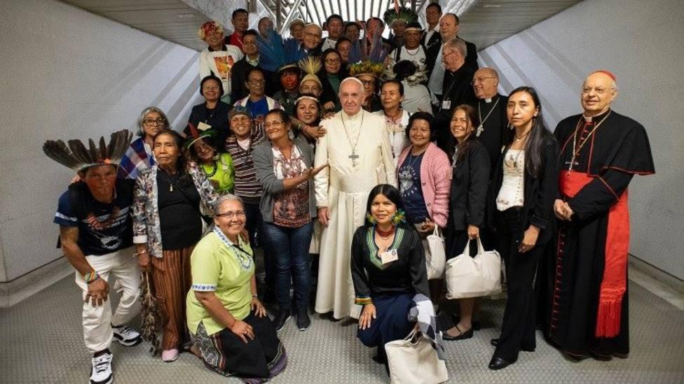 El Papa se reune con un grupo de indígenas