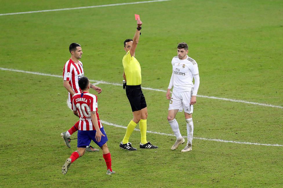 El Madrid acabó con 10 por expulsión de Valverde en la prórroga (EFE)