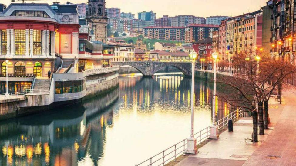 Un incendio en un hotel de Bilbao deja a casi 4.000 vecinos sin luz