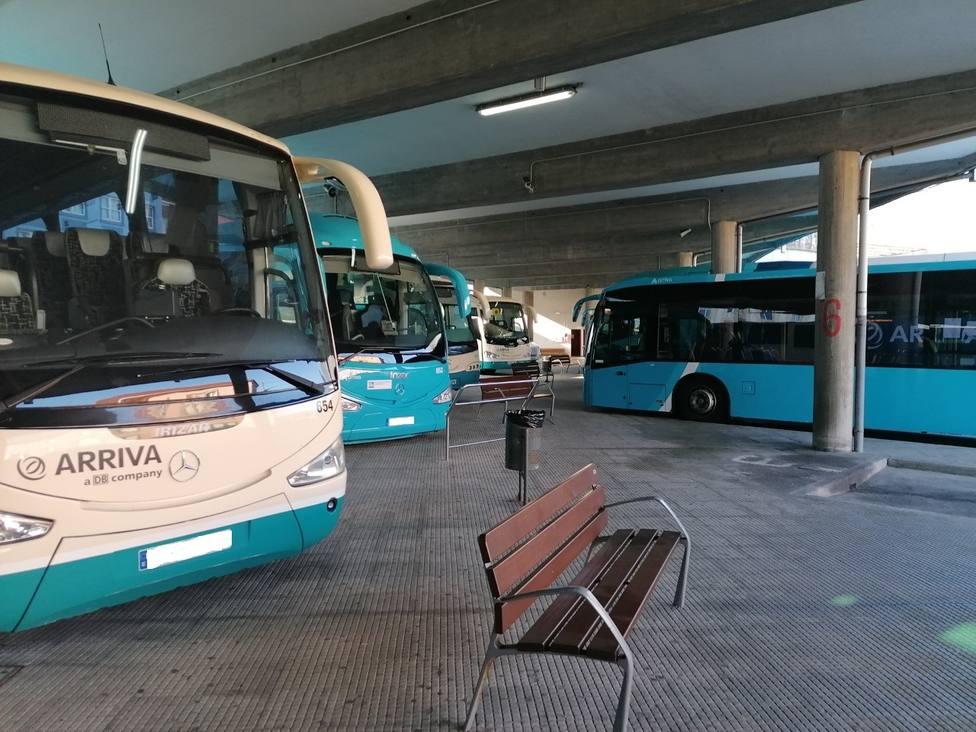 Zona de andendes vacíos en la Estación de Autobuses de Ferrol