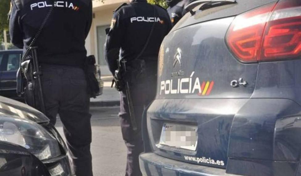 LA POLICÍA DE VALLADOLID DETIENE A UNA PERSONA QUE OCASIONÓ DAÑOS EN VEHÍCULOS EN LA CALLE EMBAJADORES