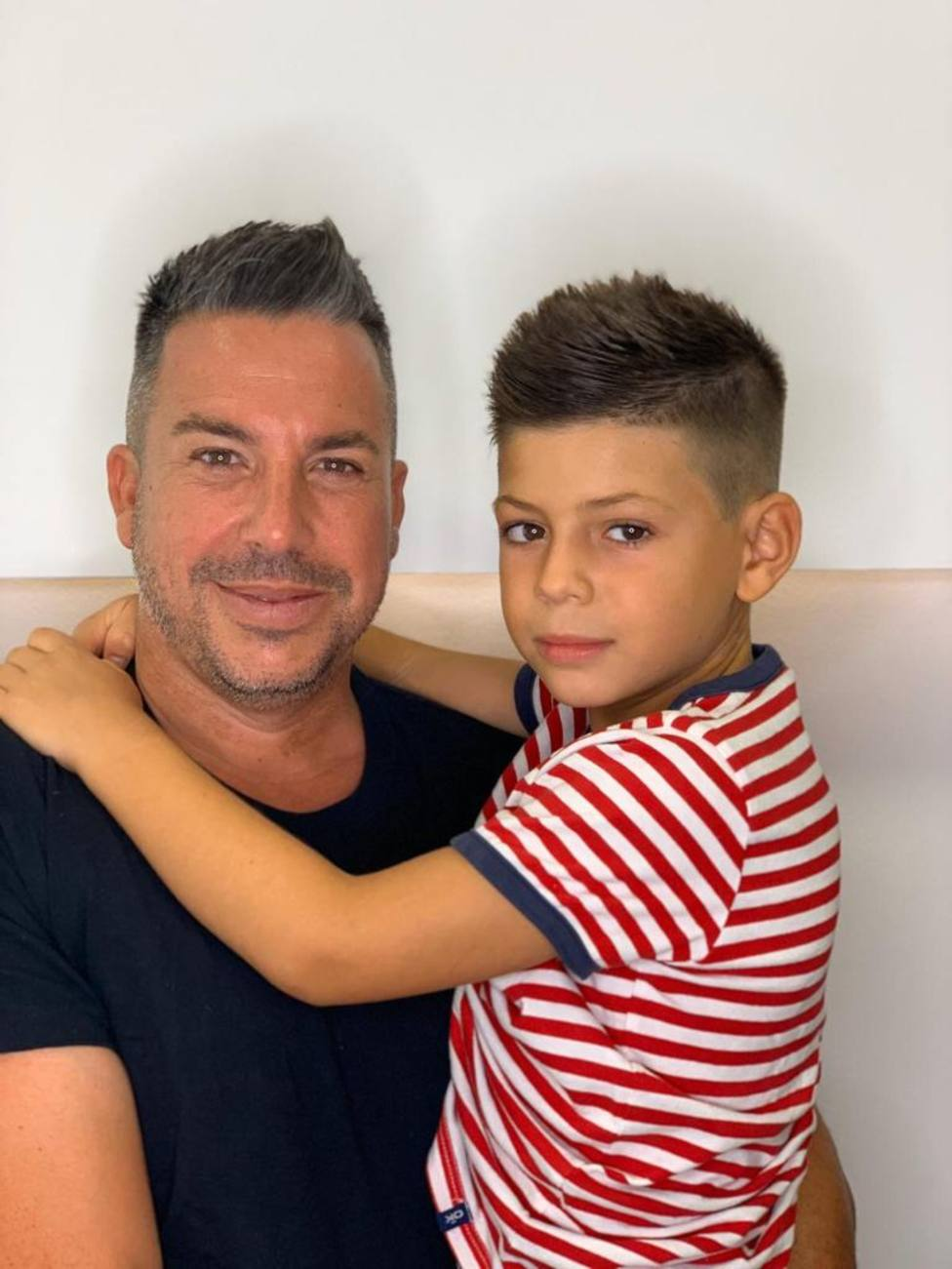 Víctor con su hijo, Ian
