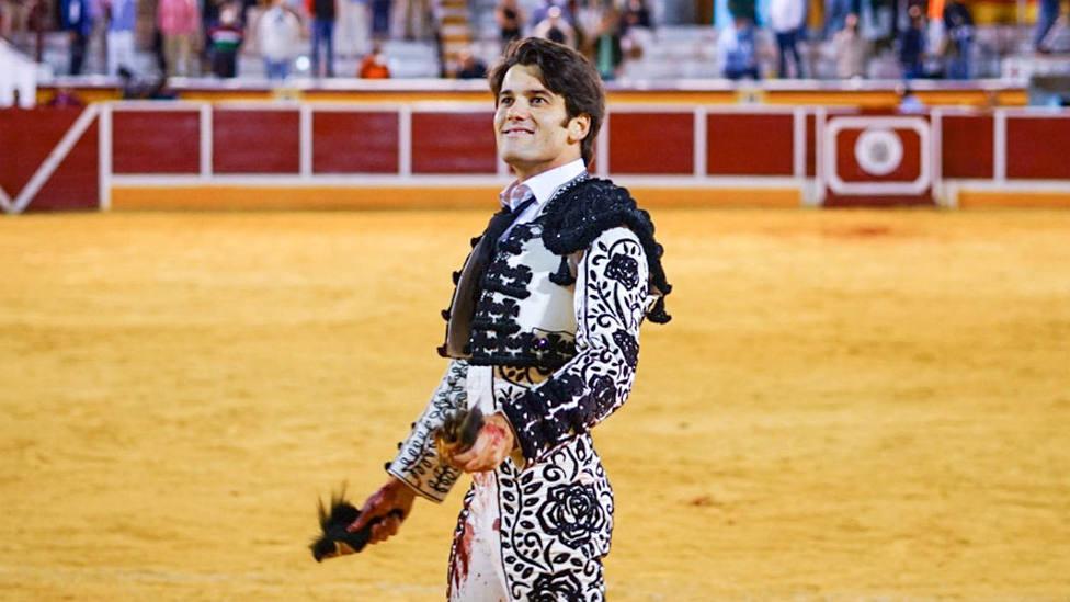 José Garrido con las dos orejas cortadas este domingo en Añover de Tajo