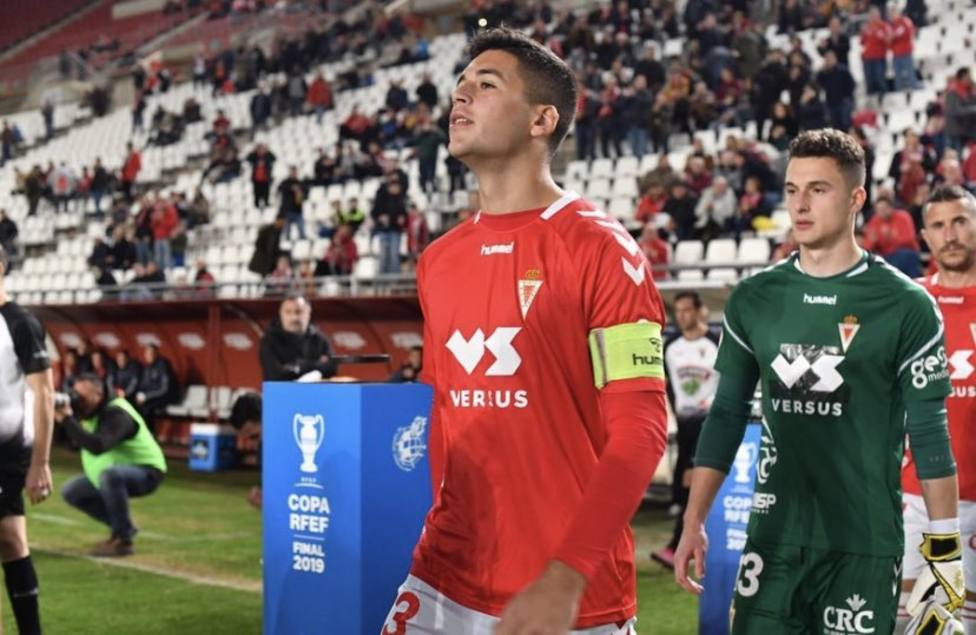 Víctor Meseguer firma por tres temporadas con el CD Mirandés