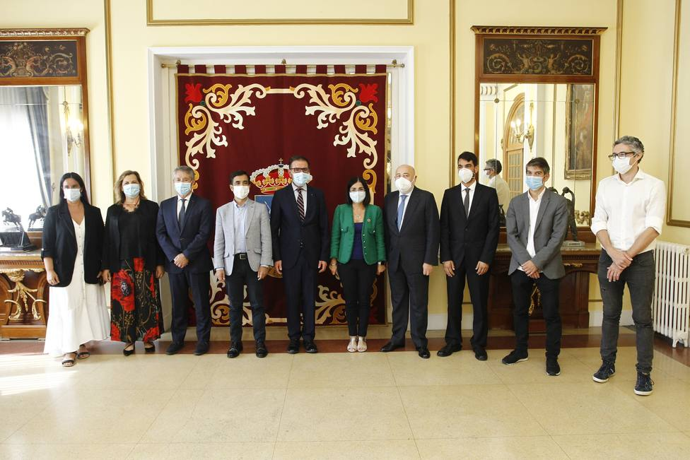 Iván Rivas, a la derecha, durante la recepción a la integrante del Gobierno central - FOTO: Concello de Ferrol