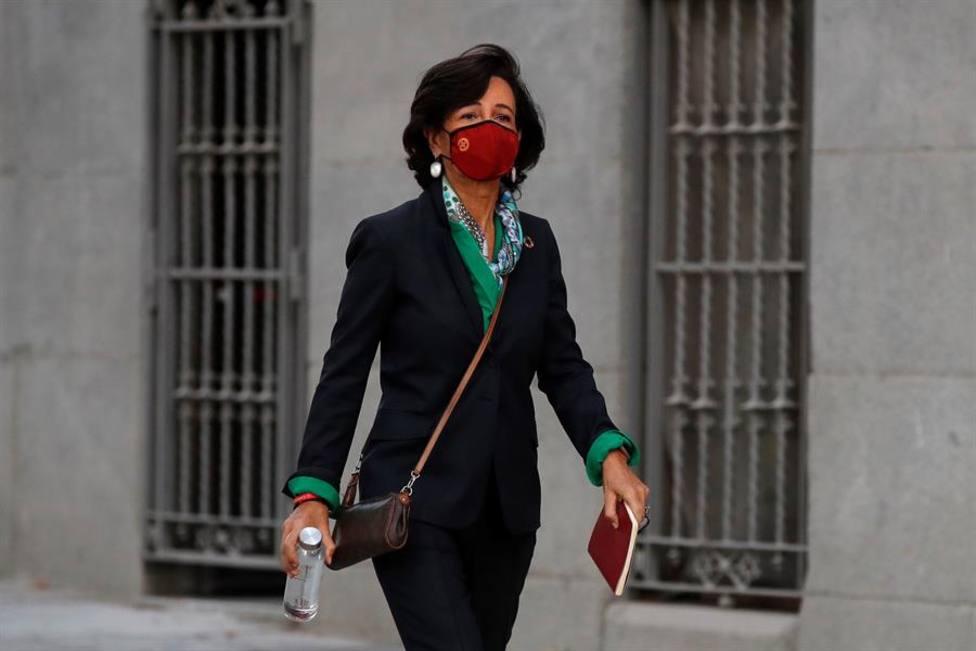 La presidenta del Banco Santander, Ana Botín, llegando este jueves a la Audiencia Nacional para testificar