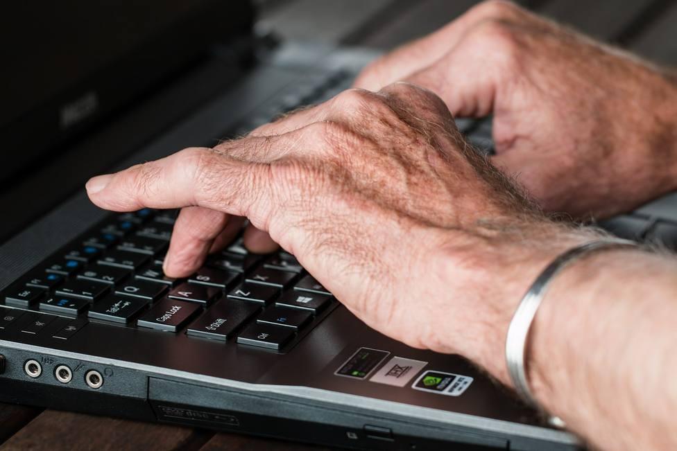 El Área de Envejecimiento Activo continuó trabajando estos pasados meses con los mayores de manera telemática