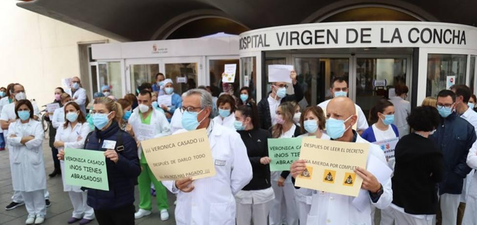 """Sanitarios de Zamora se movilizan contra la Junta ,""""de los aplausos a los latigazos"""""""