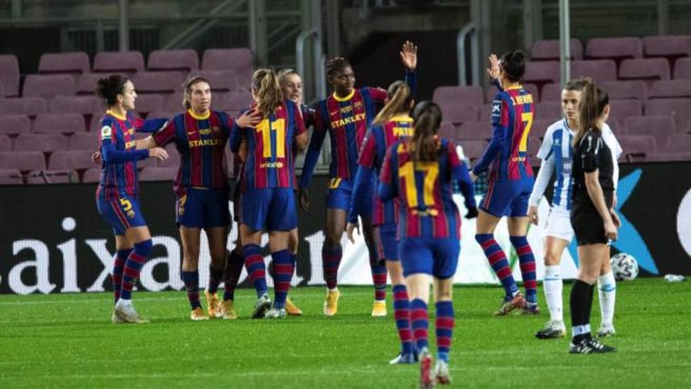 El Barça golea al Espanyol en un derbi histórico en el Camp Nou